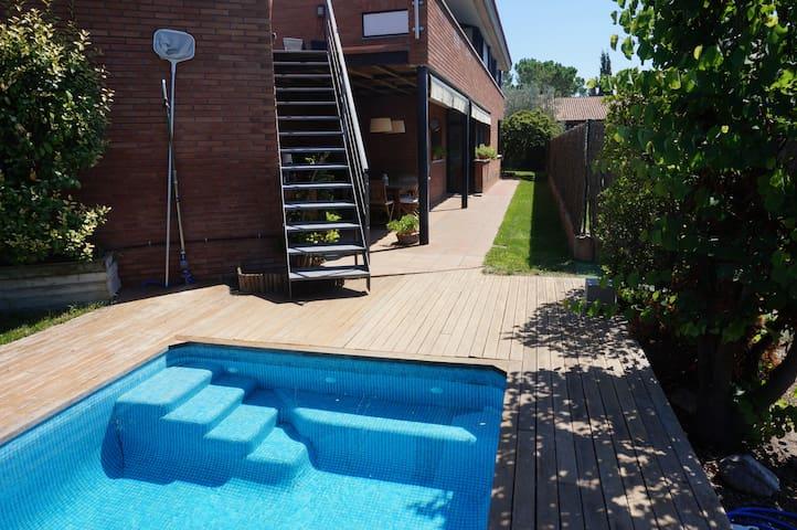Casa independent amb piscina. - Navarcles - Casa