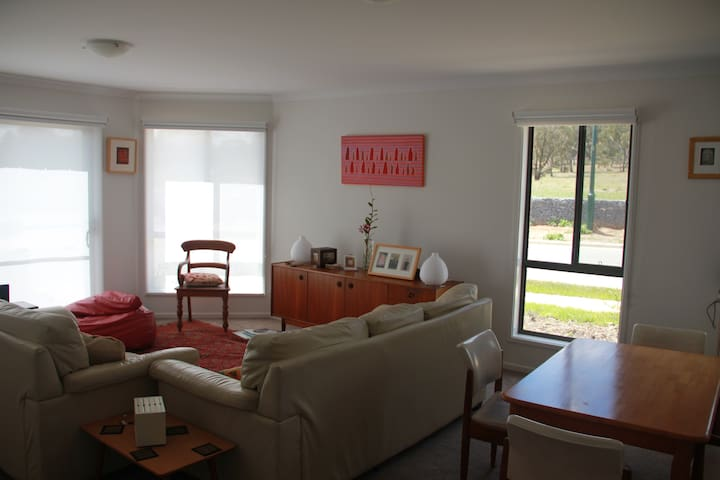Spacious room in Watson, Canberra - Watson - Huis