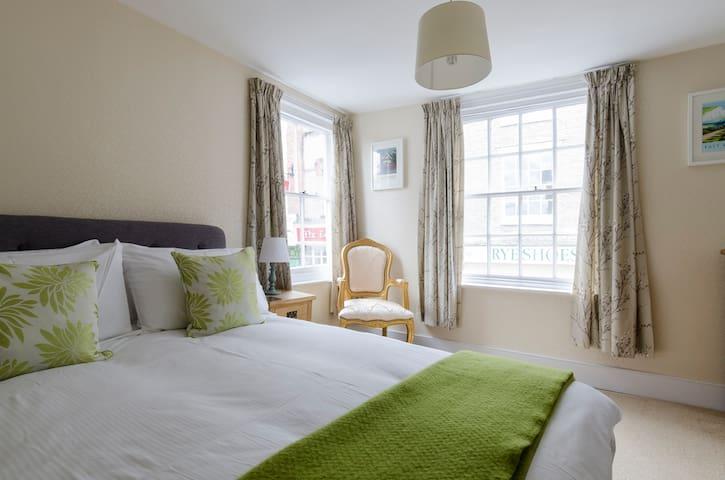 Double aspect room on Rye High St. - Rye - Bed & Breakfast