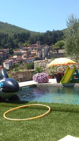 Cévennes maison plus studio avec piscine - Saint-André-de-Majencoules - Huis