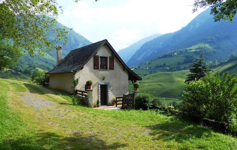 Petite maison dans les montagnes - Lourdios-Ichère - Huis