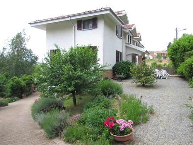 La nostra (URL HIDDEN) vostra casa - Castelnuovo Calcea - Bed & Breakfast