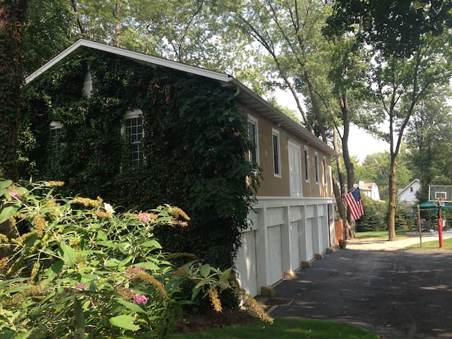 1917 Carriage House - Chatham  - Hus