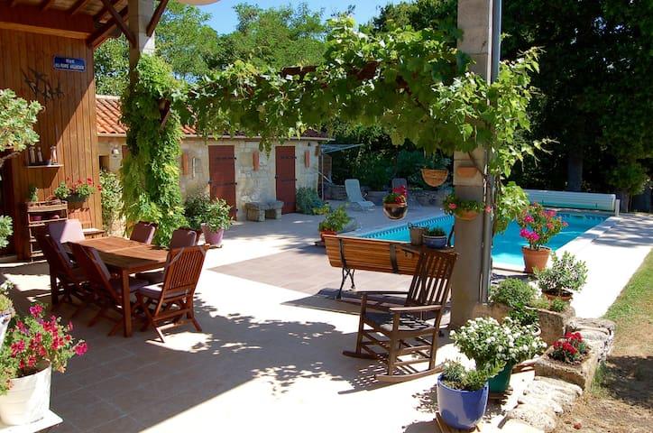 Maison pierre au cœur du vignoble de Saint-Emilion - Montagne - Rumah