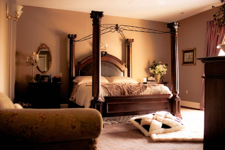 Henderson House B&B Rose King Suite - Bethel - Bed & Breakfast
