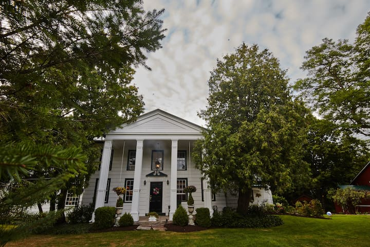 The Beal House, a Landmarked 4BR - Fairport - Maison