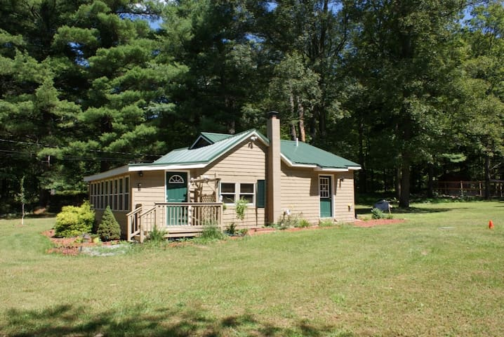 Farm House near lakes and mountains - Montague Township - Huis