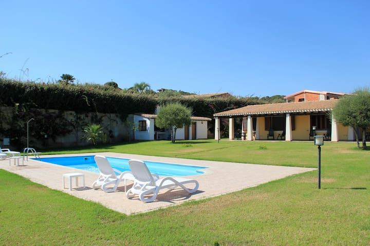 Villa bifamiliare con piscina - Tertenia - Villa