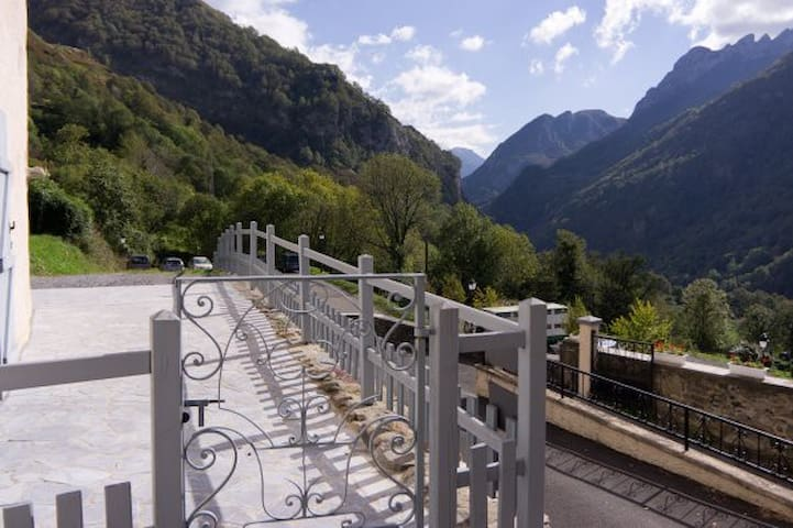 CHAMBRES D'HOTE POUQUETTE  PYRENEES - Cette-Eygun - Bed & Breakfast