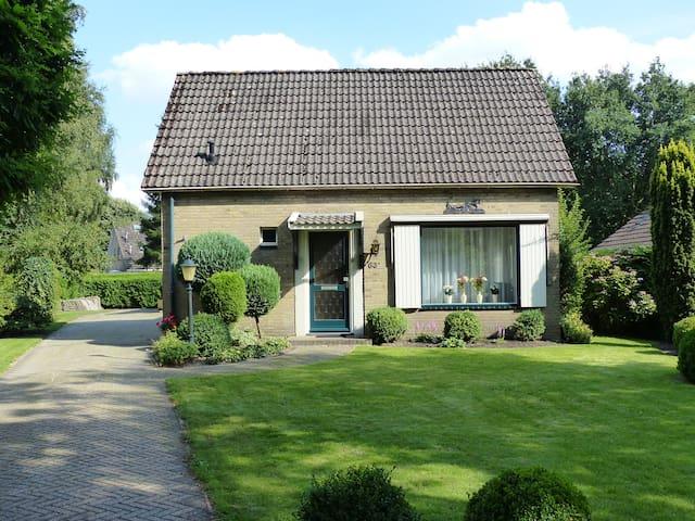 Vrijstaande woning met ruime tuin - Oosterhesselen - Ev