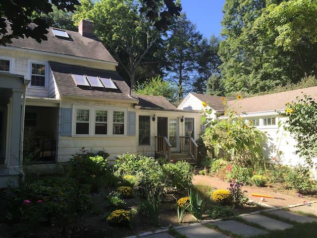 Updated Home, Manhattan access - Bedford Hills