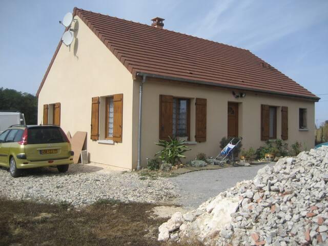 maison 80m2 et grand jardin - Brannay - Casa