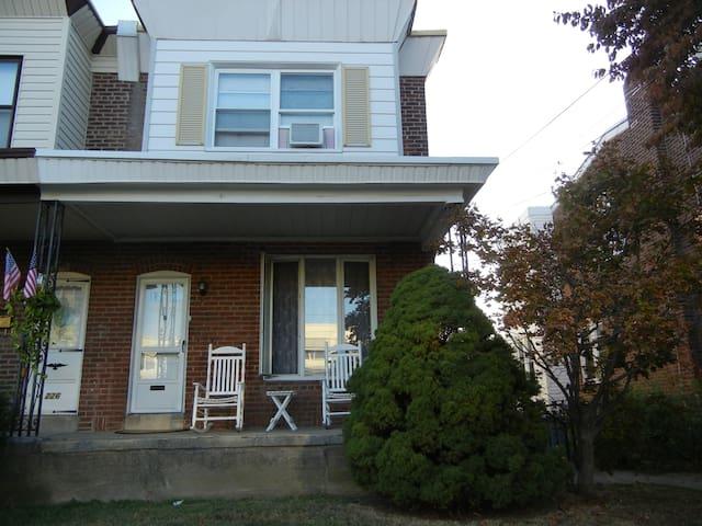 Roomy NE Phila Open Floor Plan Home - Philadelphia - Hus