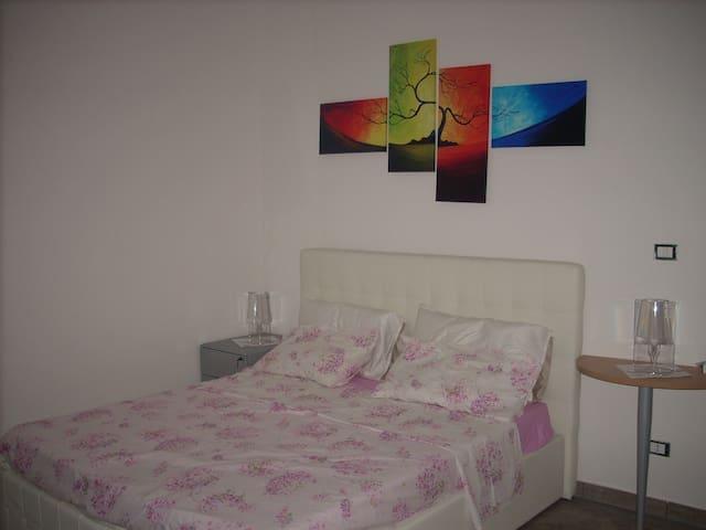 """M. R. """"""""room"""""""" - Sant'Egidio - Apartamento"""
