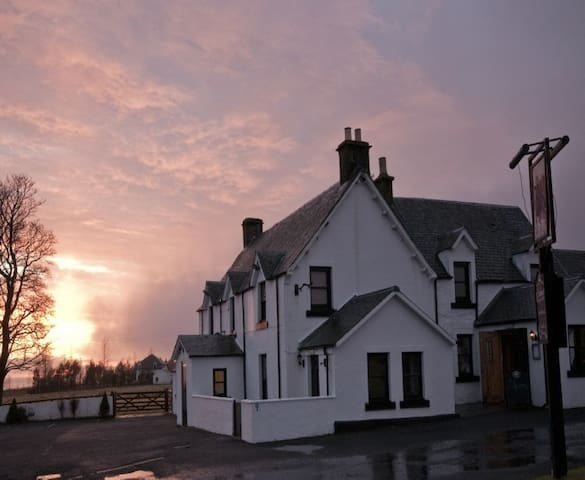 Charming 17th Century Droving Inn - Dunblane