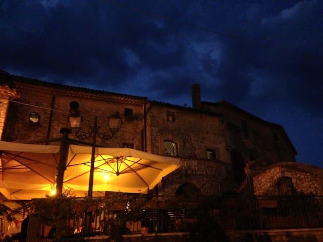 fuga romantica in borgo medievale - Castelnuovo Parano