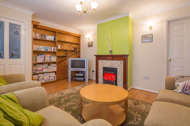 MODERN & 'COSY' 3 BEDROOM HOUSE - Bedford - Rumah