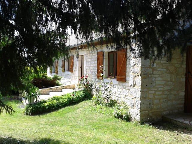 charmante maison en pierres dans le LOT - Ussel - Hus