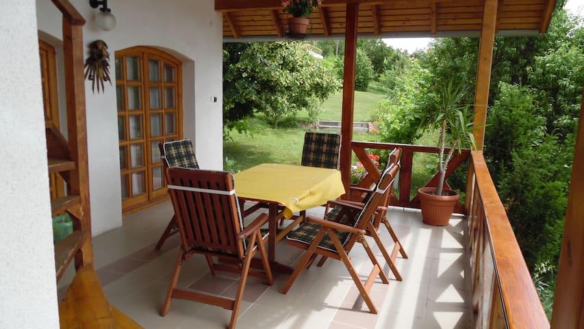 Holiday house with view on Balaton in the hillside - Alsóörs - Casa