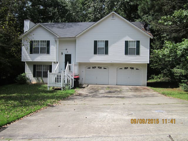 Out-of-towner's accommodation. - Lithia Springs - Huis
