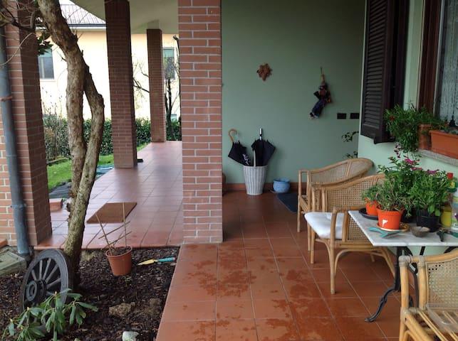 Stanza 2: da 1 a 3pers bagno priva - Mettone - Villa