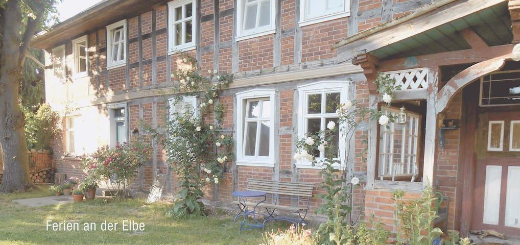 Ferienwohnung in altem Fachwerkhaus - Wahrenberg - Hus