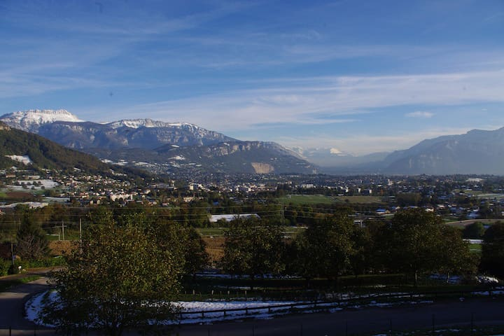 Private room with wonderful view - Voiron