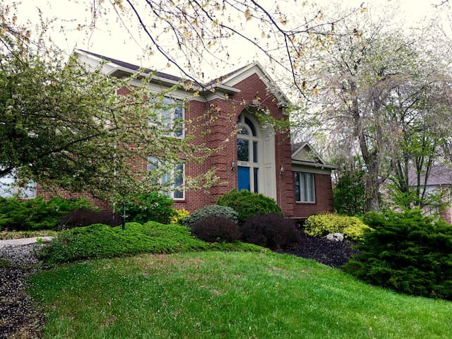 DERBY Guesthouse!  Tranquil, Private Room #2 - Floyds Knobs - Casa