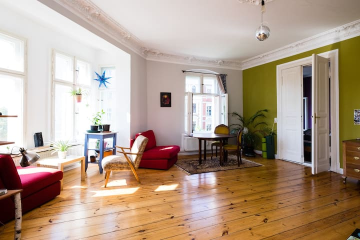 Beautiful room near Kollwitzplatz - Berlin - Apartment