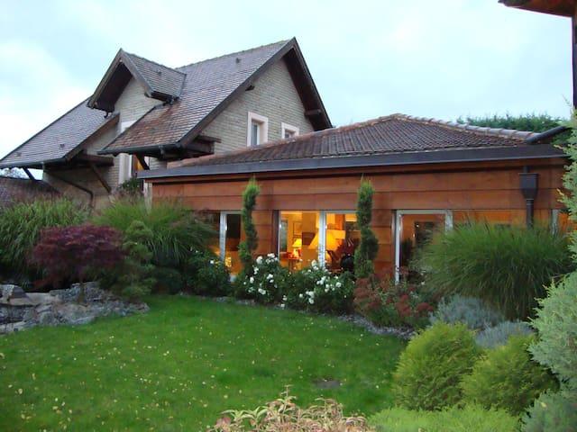 Chambre privée dans corps de ferme - Entzheim - Casa