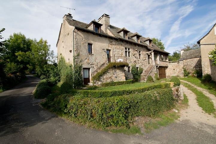 Delightful little house with garden - Soulaquet - Ev