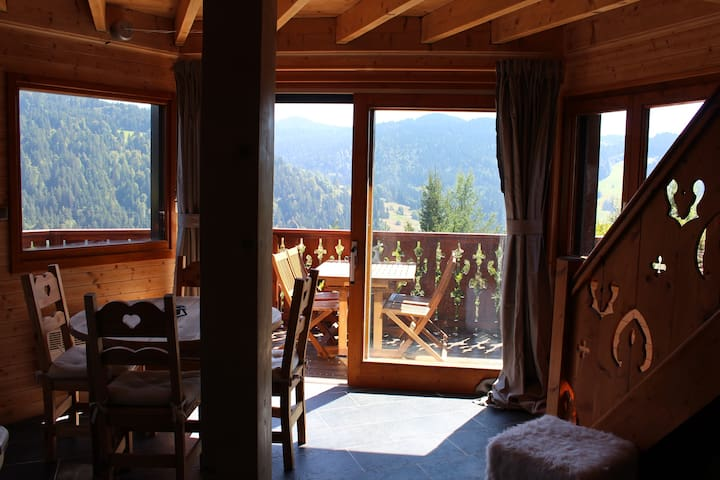 Cosy Chalet with stunning views - Les Gets - Chalé