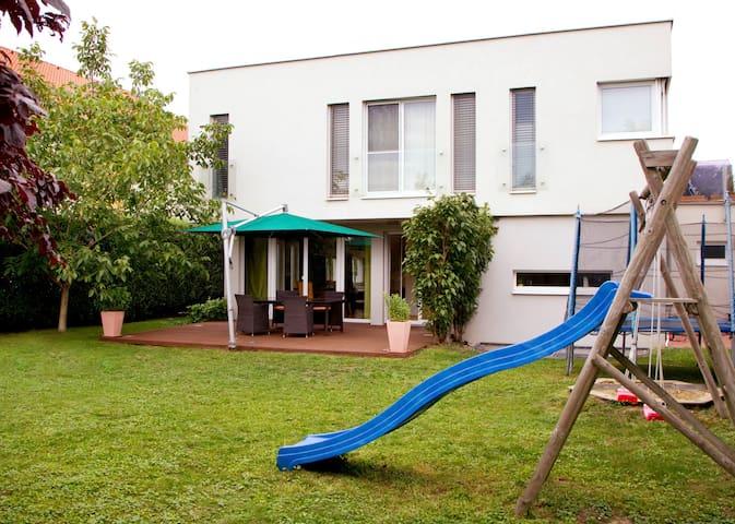 Modern family house close to Vienna - Bockfließ