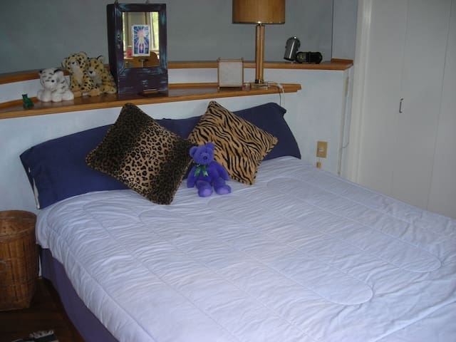 Bright Round Tower Room - East Chatham