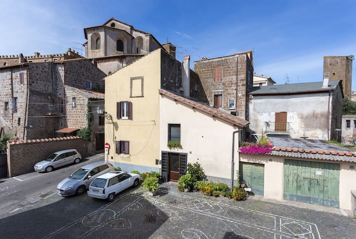 Nerone's B&B in Sutri - Via Francigena - 蘇特里(Sutri) - 家庭式旅館