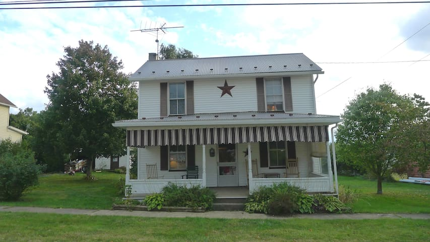 Charming House between Wisp and Seven Springs - Addison