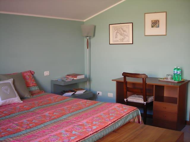 DOUBLE ROOM WITH PRIVATE BATHROOM! - Stezzano