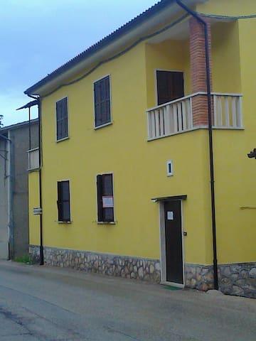 CASA DELLE VACANZE - Pie' del Colle - Appartamento