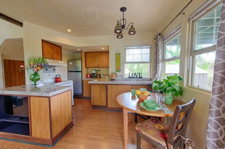 Gingerbread  House-Close to Beaches - Paia - Huis