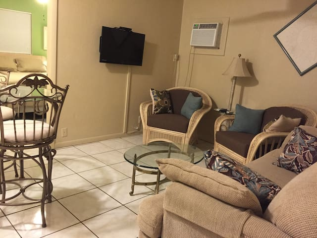 Clean & Comfortable, Great Location - Fort Myers Beach - Квартира