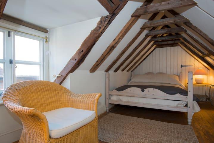 Charming 16th Century Cottage - Petworth