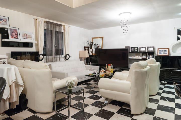 Petite chambre dans une maison PDej - Le Meux - Huis