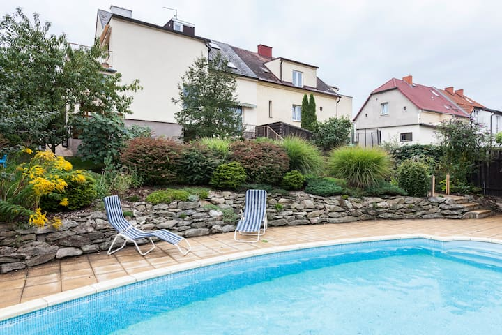 LARGE FLAT IN VILLA- IDEAL FOR FAMILIES -UP TO 8PX - Prague - Villa