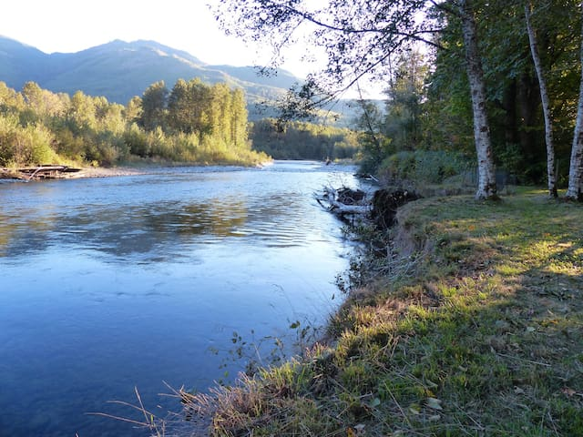 Bungalow on the Cascade River - Marblemount - Hus