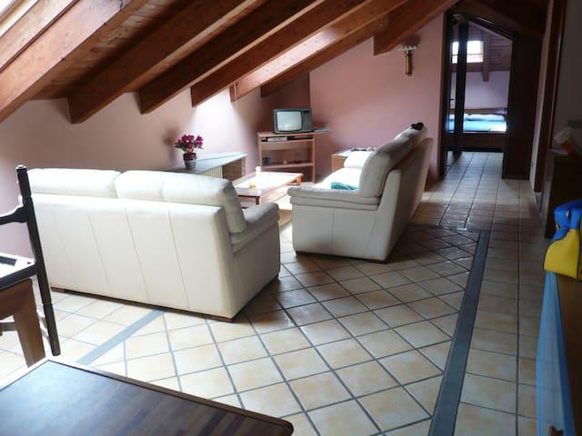 Mansarda in villa d'epoca - Calco - Departamento