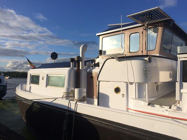 Kapiteinswoonst woonboot. Barge Boat Wheelhouse - Zandhoven - Båt