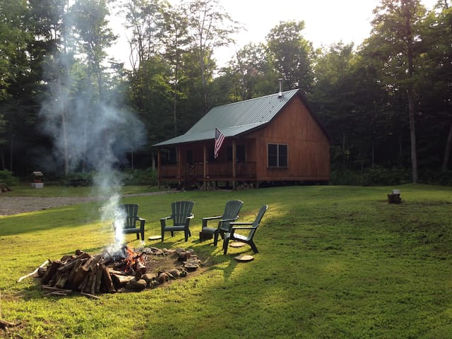 Upscale Cozy Cabin in the Woods - Dalton - Cabane