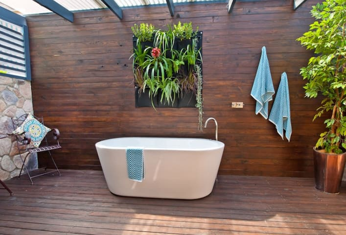 Private room + Outside Bath Enclosed - Lavington - Huis