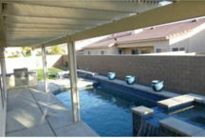 STAGECOACH RENTAL WITH POOL!!! - Thermal - Huis