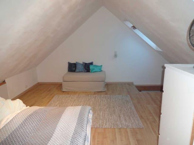 3 Room Apt direct on the S-Bahn Munich - Vierkirchen - Apartamento